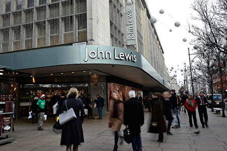 英国人不仅喜欢到John Lewis购物,还喜欢在那里工作。(Bethany Clarke/Getty Images)