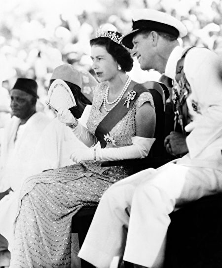Britain's Queen Elizabeth II and Prince Philip, Duke of Edinburgh, watch on December 4, 1961 the Susu dancers as they visit the Northern Province of Sierra Leone. AFP PHOTO (Photo credit should read STRINGER/AFP/Getty Images)