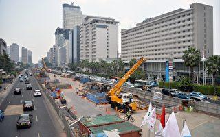 印度尼西亚伊斯兰组织领导人,已规划对抗经济不平等和外国投资的新种族主义运动,目标在印尼华人及来自中国的投资。图为中国在印尼首都投资的公共建设。(BAY ISMOYO/AFP/Getty Images)