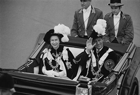 到目前为止,菲利普亲王已经代表王室出席了22,191次活动,并进行了637次国外单独访问。(Photo by Victor Blackman/Daily Express/Hulton Archive/Getty Images)