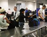美国国土安全部部长凯利周三(6月28日)下午正式宣布,正在对所有进入美国的商业航班实行新的强化安全措施。(Joe Raedle/Getty Images)
