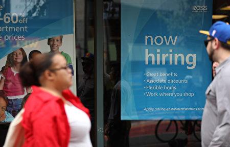 美国上周初领失业救济金人数下滑,4月份生产者价格指数大幅反弹,显示劳动力市场强劲,通货膨胀上升,提高美联储6月加息概率。(Justin Sullivan/Getty Images)