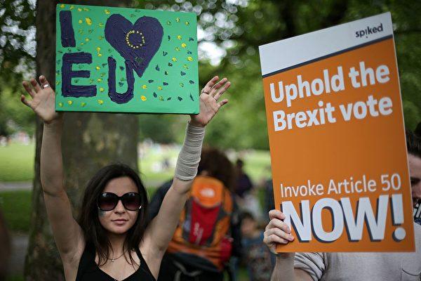 英国人现在对于脱欧问题的观点已经不再像图中两位这样泾渭分明,而是出现了一股不小的第三方力量。(Daniel Leal-Olivas/Getty Images)