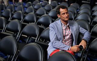 PHILADELPHIA, PA - JULY 26:  Former New York congressman Anthony Weiner attends the start of the second day of the Democratic National Convention at the Wells Fargo Center, July 26, 2016 in Philadelphia, Pennsylvania. An estimated 50,000 people are expected in Philadelphia, including hundreds of protesters and members of the media. The four-day Democratic National Convention kicked off July 25.  (Photo by Chip Somodevilla/Getty Images)
