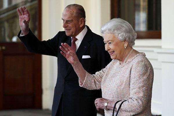 英国白金汉宫周四(5月4日)召开紧急会议,宣布从今年秋天起,英国女王伊丽莎白二世的夫婿菲利普亲王将不再执行王室公务。 (Photo credit should read STEFAN WERMUTH/AFP/Getty Images)