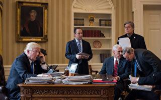 1月28日,川普在白宫跟俄罗斯总统普京通话。 (Drew Angerer/Getty Images)