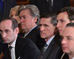 路透社引述现任和前任美国官员说,在2016年总统大选的最后七个月,弗林(Michael Flynn)和川普的其他顾问跟俄罗斯官员至少有18次电话和电邮往来。 ( MANDEL NGAN/AFP/Getty Images)