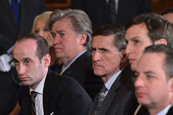 路透社引述現任和前任美國官員說,在2016年總統大選的最後七個月,弗林(Michael Flynn)和川普的其他顧問跟俄羅斯官員至少有18次電話和電郵往來。 ( MANDEL NGAN/AFP/Getty Images)