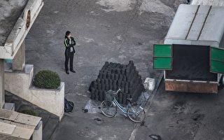 北京今年2月宣布禁止自朝鮮進口煤炭,據其海關統計,3月及4月自平壤進口煤炭的金額雙雙掛零。然而,專家有不同的觀察及解讀,認為北京故弄玄虛,並未真正地懲罰金正恩政權。(ED JONES/AFP/Getty Images)