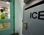 美国ICE周三公布,在总统川普(特朗普)上任百日内期间,逮捕的非法移民人数,较去年同期增长近40%。不过,驱逐出境的人数,同比下降12%。(Photo credit should read ROBYN BECK/AFP/Getty Images)