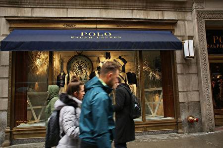 4月4日,傳統奢侈品牌Ralph Lauren也表示將關閉其在紐約第五大道的Polo旗艦店。Ralph Lauren稱,關閉這間旗艦店將每年為他們節約1.4億美元。(Photo by Spencer Platt/Getty Images)