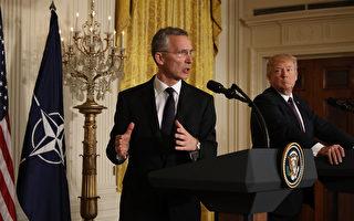 白宮週二(23日)公布的2018年預算中,川普(特朗普)政府大增國防開支,北約祕書長(左)對此表示歡迎。 (Photo by Chip Somodevilla/Getty Images)