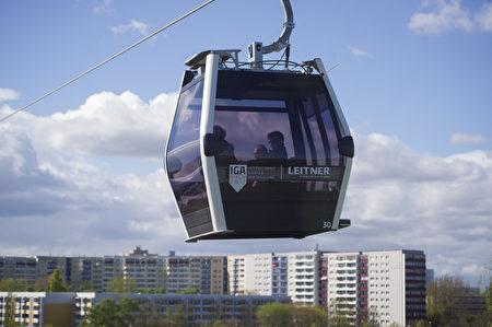 花園展的一大亮點——透明纜車(STEFFI LOOS/AFP/Getty Images)