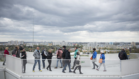 Visitors enjoy the view on top of Wolkenhain during the International Garden Exhibition (IGA) 2017 at the Gaerten der Welt in Berlin on April 13, 2017. / AFP PHOTO / STEFFI LOOS (Photo credit should read STEFFI LOOS/AFP/Getty Images)
