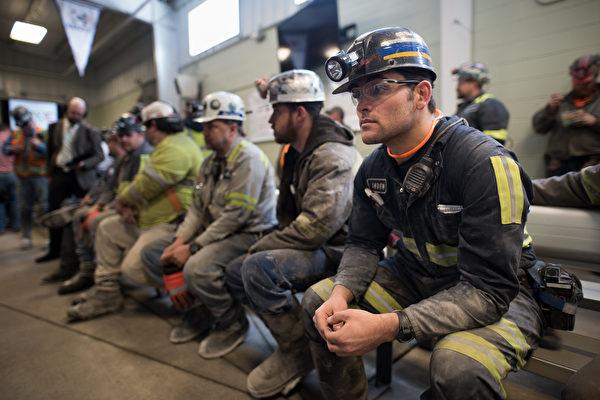 5月9日(周二)的两份报告指出,就业市场持续强劲。(Justin Merriman/Getty Images)