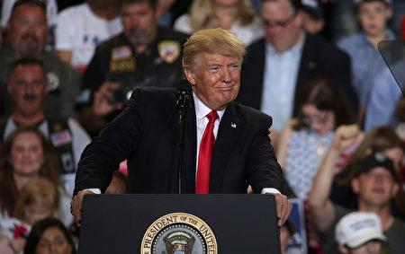 川普上任后,从今年2月至5月总计4个月,每个月的就业率都在60%或以上,这也是自2009年3月以来的8年内,唯一就业率达到60%或以上的4个月。(Alex Wong/Getty Images)