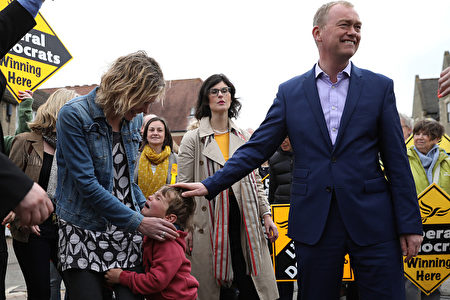 KIDLINGTON, ENGLAND - MAY 03: Liberal Democrat leader Tim Farron (R) puts his hand on Cillian crying as his mother the Liberal Democrat candidate for the Henley constituency Laura Coyle (L) looks on comforting him while Liberal Democrat candidate for the constituency of Oxford West and Abingdon, Layla Moran (C) stands behind watching at a campaign event on May 3, 2017 in Kidlington, a village outside of Oxford, England. The country goes back to the polls for the second time in two years as a general election is held on June 8. (Photo by Dan Kitwood/Getty Images)
