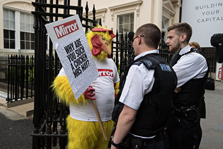 LONDON, ENGLAND - MAY 03: Police officers speak to a Daily Mirror campaigner dressed as a chicken outside a venue where Chancellor of the Exchequer, Philip Hammond and Secretary of State for Exiting the European Union, David Davis, are due to make an election campaign speech on June 8th, on May 3, 2017 in London, England. Mr Davis rejected a reported bill of as much as 100 billion euros from the European Union, and threatened to walk away from the bloc without a deal if provoked. (Photo by Carl Court/Getty Images)