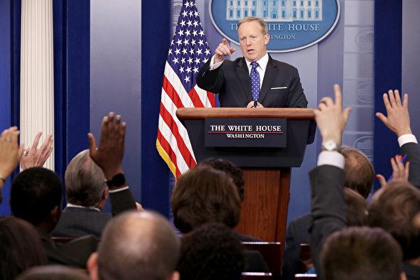 5月9日,白宮新聞發言人斯派塞在新聞簡報會上回答記者提問。(Chip Somodevilla/Getty Images)