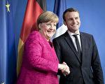 5月15日,法國總統馬克龍首次外訪選擇了德國,與德國總理默克爾會晤 。(Axel Schmidt/Getty Images)