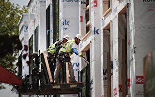 根据一份最新研究,移民正在改变美国就业市场,本土出生劳工占比下降,移民劳动力则持续增长,到了2055年,亚洲移民或成主力。(Scott Olson/Getty Images)