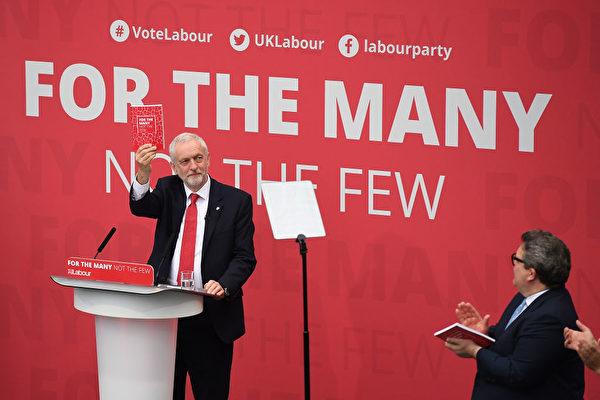 """工党大选的核心口号是""""只为多数人,不为少数人""""。(Leon Neal/Getty Images)"""