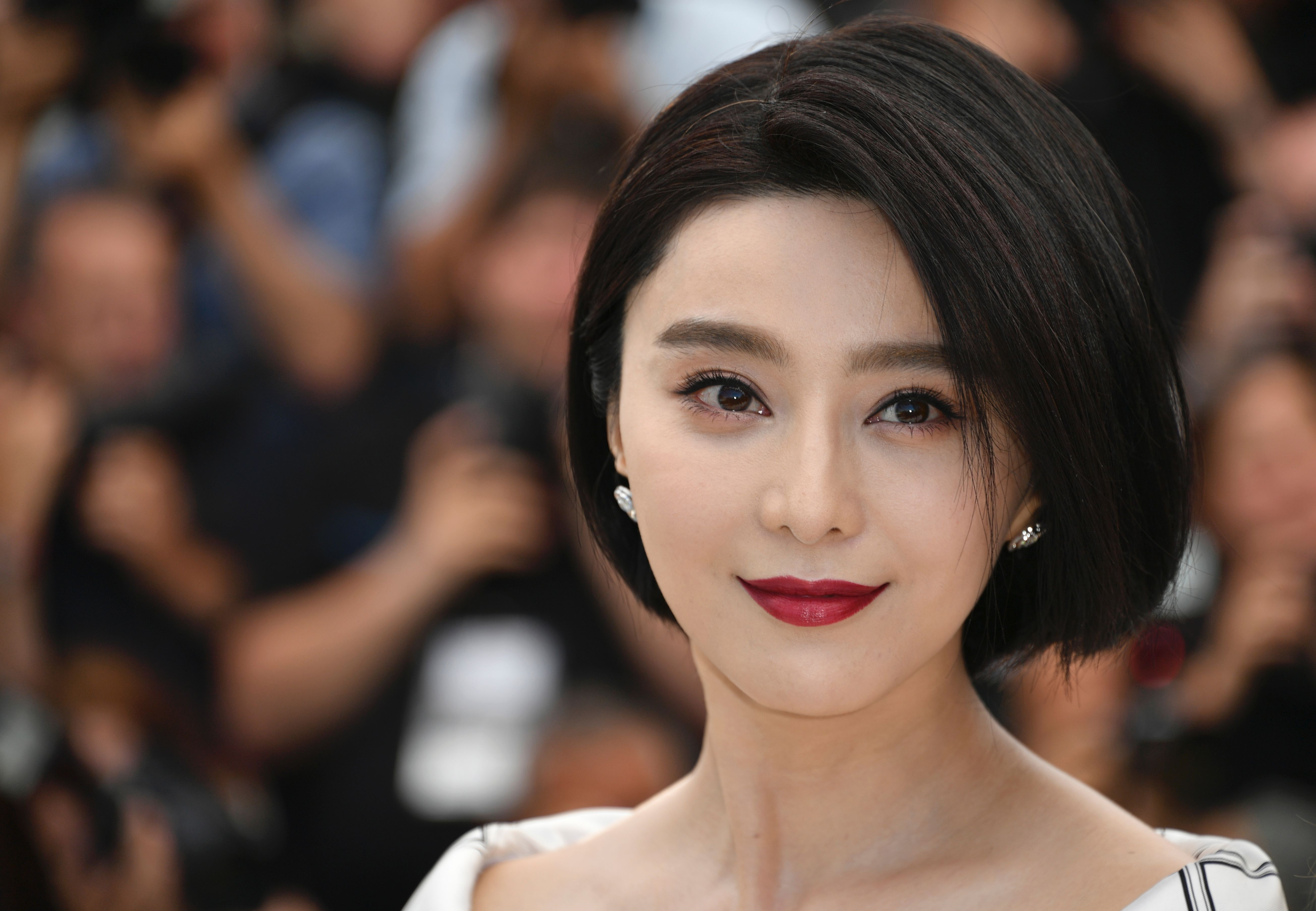Chinese actress and member of the Feature Film jury Fan Bingbing poses on May 17, 2017 during a photocall ahead of the opening ceremony of the 70th edition of the Cannes Film Festival in Cannes, southern France. / AFP PHOTO / LOIC VENANCE (Photo credit should read LOIC VENANCE/AFP/Getty Images)