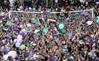 5月17日,尋求連任的現任總統魯哈尼的支持者集會。(BEHROUZ MEHRI/AFP/Getty Images)