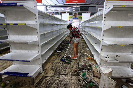 5月17日,被抢劫一空的超市。 (GEORGE CASTELLANOS/AFP/Getty Images)