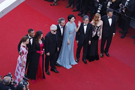 2017年5月17日,担任评委的范冰冰(右四)出席第70届戛纳电影节开幕式。(Pascal Le Segretain/Getty Images)
