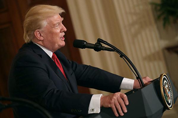 随着国内动荡席卷了他的政府,川普总统周五(5月19日)踏上海外访问旅程,希望将关注焦点从国内争议转向他的外交政策。(Chip Somodevilla/Getty Images)