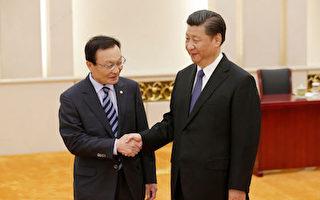 習近平(右)19日在北京會見了韓國特使李海瓚(Lee Hae-chan)(右)。(JASON LEE/AFP/Getty Images)