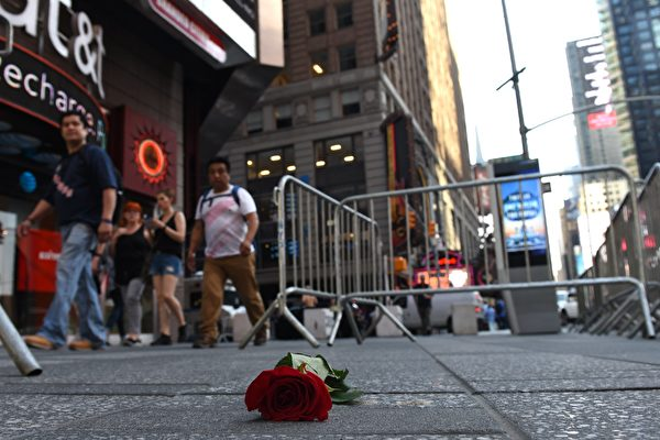 一名有酒駕前科的男子週四(18日)在紐約時代廣場附近駕車撞人,造成1人死亡,22人受傷。(Photo credit should read TIMOTHY A. CLARY/AFP/Getty Images)