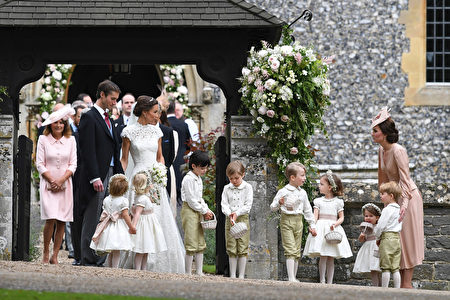 图为5月20日,凯特参加皮帕和马修斯在圣马克教堂的婚礼。(Justin Tallis - WPA Pool/Getty Images)