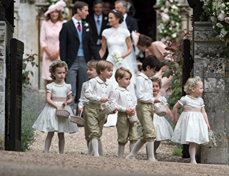 ENGLEFIELD GREEN, ENGLAND - MAY 20: Prince George, fourth left, stands with other paigeboys and flower girls after the wedding of Pippa Middleton and James Matthews at St Mark's Church onMay 20, 2017 in Englefield, England. (Photo by Arthur Edwards - WPA Pool/Getty Images)