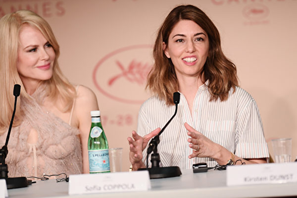 """CANNES, FRANCE - MAY 24: Actress Nicole Kidman and director Sofia Coppolla attend the """"The Beguiled"""" press conference during the 70th annual Cannes Film Festival at Palais des Festivals on May 24, 2017 in Cannes, France. (Photo by Matthias Nareyek/Getty Images)"""