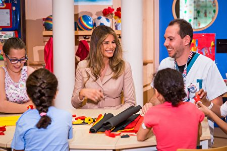 US First Lady Melania Trump (C) meets patients as she visits the Queen Fabiola children's hospital, on the sidelines of the NATO (North Atlantic Treaty Organization) summit, on May 25, 2017, in Brussels. US President Donald Trump meets NATO and EU leaders for the first time with the US president set to press nervous allies to do more on terrorism after the Manchester bombing. / AFP PHOTO / Aurore Belot (Photo credit should read AURORE BELOT/AFP/Getty Images)