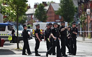 英国警方周六(5月27日)又逮捕两名涉嫌曼彻斯特恐袭案的嫌犯,使目前在押嫌犯人数达11人。(OLI SCARFF/AFP/Getty Images)