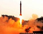 2017年5月29日,朝鮮試射一枚導彈成功落入日本海域,此舉引起國際各界譴責,中日外交大臣隨即舉行會談,日本呼籲北京當局負起更大的制衡朝鮮責任。本圖為朝鮮官方KCNA通訊社,所發布的導彈試射圖片,發射地點不詳。(STR/AFP/Getty Images)