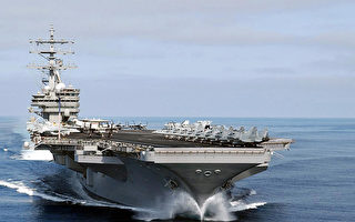 """尼米兹号航空母舰战斗群将前往西太平洋,加入""""卡尔文森号""""航母和""""罗纳德•里根""""号航母战斗群。(Photo credit should read STRDEL/AFP/Getty Images)"""