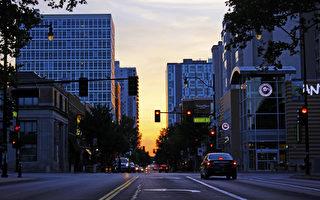 UIUC的Green Street商業街。(維基百科)