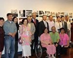 """上周六(5月20日),美京华人活动中心举办了""""筚路蓝缕""""特展讲座,分享了在美华裔的奋斗故事。左三为主讲人Janelle Wong教授。(周翰音/大纪元)"""