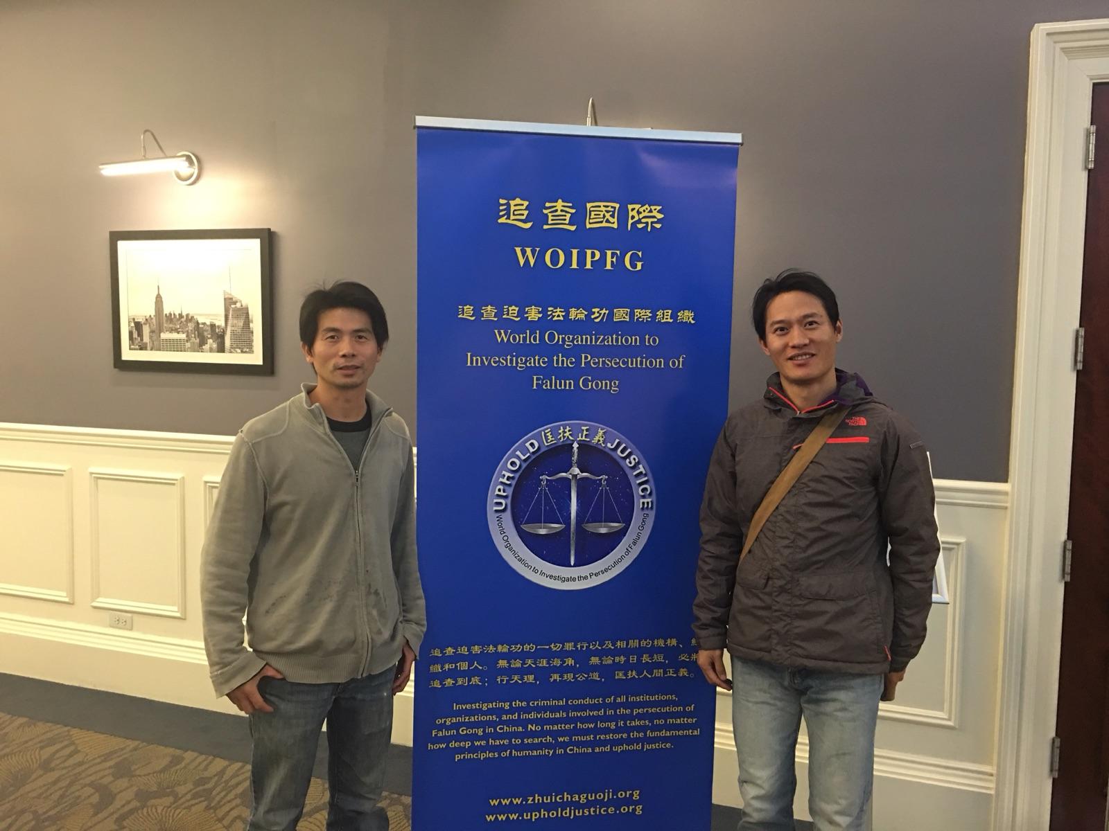 2017年5月11日晚,2014年退党的前英语教师余春光(右)带友人出席纪录片《铁证如山》纽约首映式。(余春光提供)