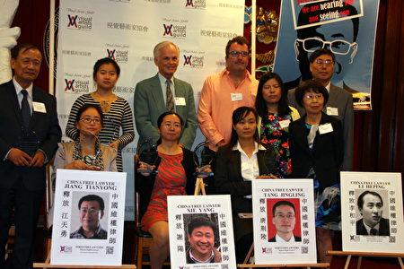 """洛杉矶视觉艺术家协会 (Visual Artists Guild) 举行""""六四""""学运28周年纪念会及颁奖礼。(大纪元/徐绣惠)"""