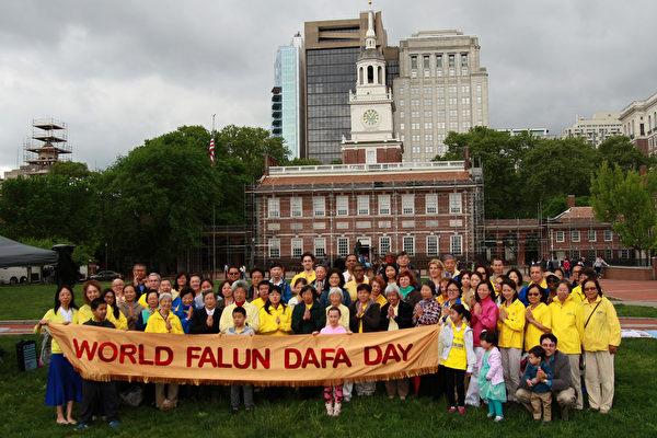 費城慶法輪大法日 大陸游客:法輪功是中國的希望
