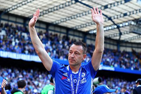 36歲的切爾西隊長特里同「藍軍」告別。(Clive Rose/Getty Images)