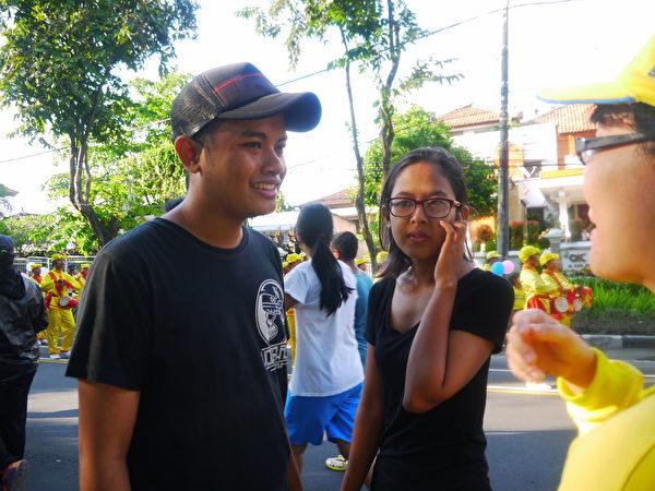 巴厘岛民众表示很喜欢这样的游行。(萧律生/大纪元)