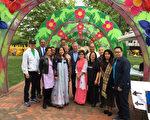 5月19日(周六),第11届亚太传统月节在在费城华埠附近的福兰克林公园开幕。费城市长肯尼与多位大费城各族裔代表到场祝贺,右一为费城华埠发展会主席陈国贤。(林雪莉/大纪元)