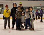 Protec Ponds滑冰中心满足孩子们所有滑冰的需要,他们提供滑冰、冰球及花样滑冰教学,还组织生日派对、出游等很多活动。(Protec Ponds Ice Center 提供)