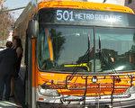 据《洛杉矶时报》报导,尽管近年来南加大型巴士网的乘坐率持续下降。图为Metro巴斯。(刘宁/大纪元)